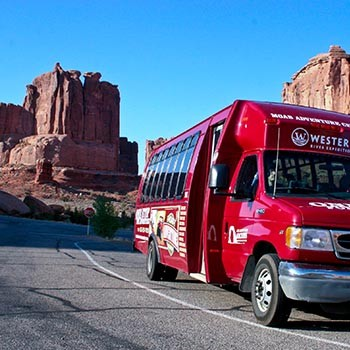 Arches National Park - Sunset Bus Tour